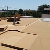 Wood fibre board roof with cement bonded particle boards
