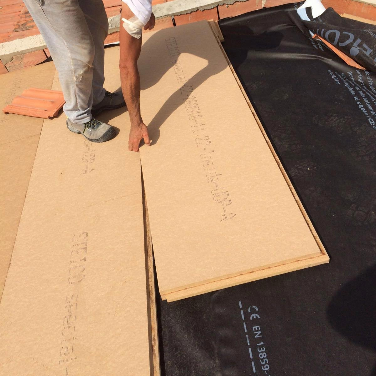 Wood fibre board FiberTherm Special installation on roof